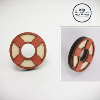 Деревянный значок #047 (спасательный круг)