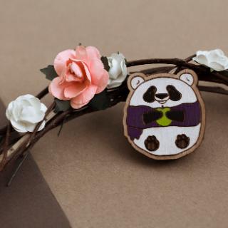 Деревянный значок панда-пузатик