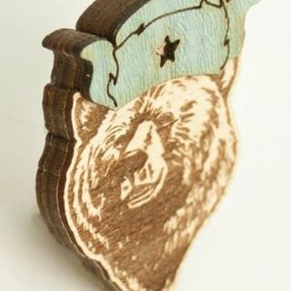 купить деревянный значок медведь