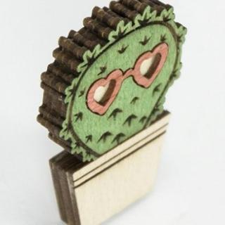 купить деревянный значок кактус