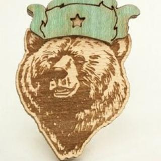 Деревянный значок медведь