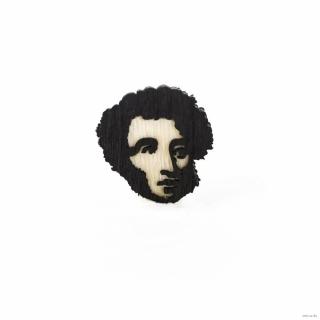 Деревянный значок А. С. Пушкин