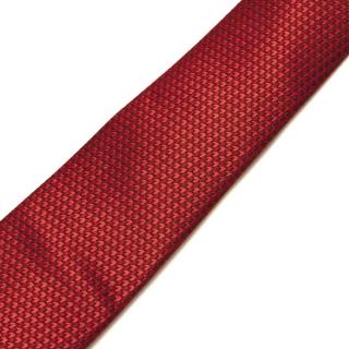 Стильный красный галстук