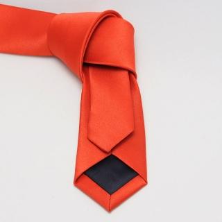 Узкий однотонный красный галстук