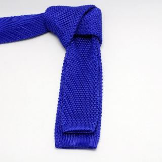 Вязаный галстук синего цвета