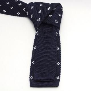 Вязаный мужской галстук с орнаментом