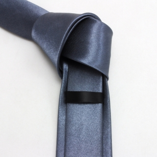 Мужской серый галстук узкий