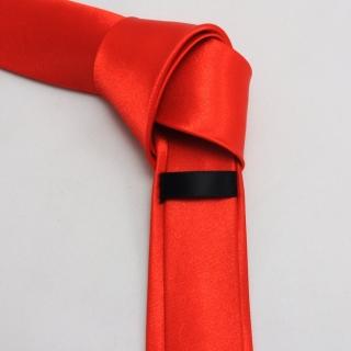 Мужской галстук красного цвета