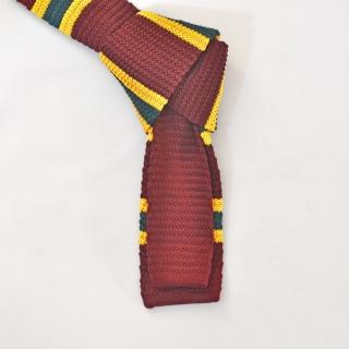 Бордовый вязаный галстук в полоску