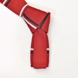 Красный вязаный галстук в полоску из микрофибры