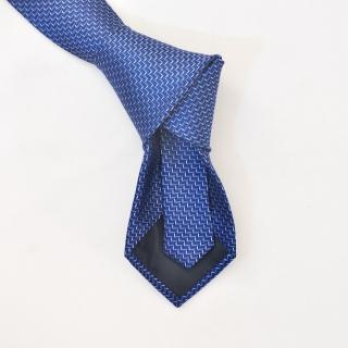 Синий галстук с фактурным узором