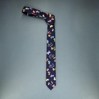 Недорогой стильный узкий мужской галстук синего цвета с узором в виде собачек