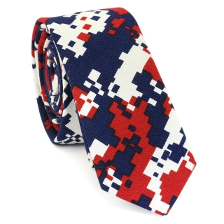 Купить узкий мужской галстук синего цвета с камуфляжным узором
