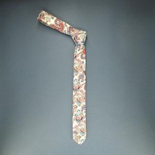 Недорогой узкий мужской галстук синего цвета с узором в виде огурцов