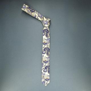 Недорогой узкий мужской галстук с фактурным узоров в виде бирюзовых огурцов