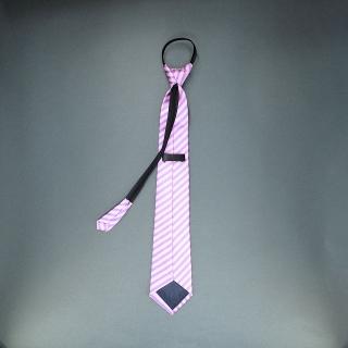 Недорогой узкий мужской галстук светло-розового цвета в полоску.