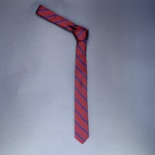 Недорогой узкий мужской галстук бордового цвета в полоску.
