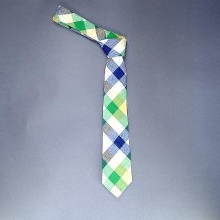 Недорогой узкий мужской галстук зеленого цвета в клетку.