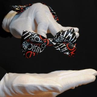 Галстук-бабочка с принтом о музыке