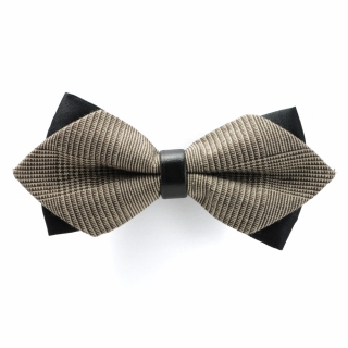 Треугольная галстук бабочка бежевого цвета
