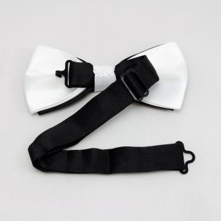 Черная галстук бабочка с белой окантовкой