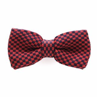 Вязаный галстук бабочка с красной текстурой