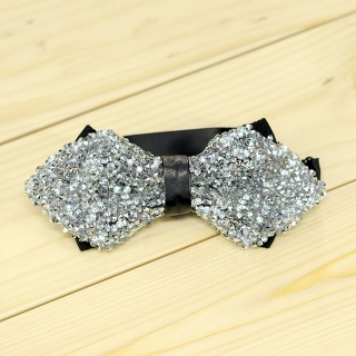 Недорогая модная галстук-бабочка из плотной хлопковой ткани с узором в виде кристаллов.