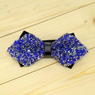 Недорогая модная галстук-бабочка из плотной хлопковой ткани с узором в виде синих кристаллов.
