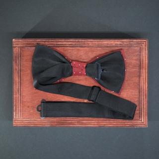 Бордовый галстук-бабочку в точку