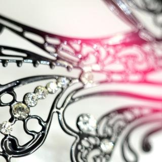 Венецианская кружевная маска из металла