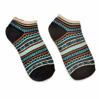 Яркие носки в скандинавском стиле