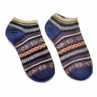 Синие носки в скандинавском стиле