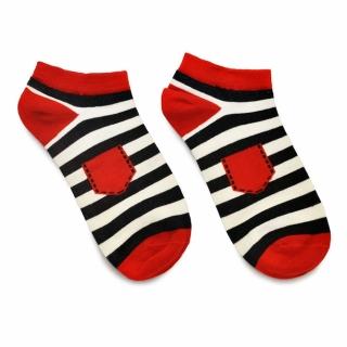 Черно-белые носки с красными вставками