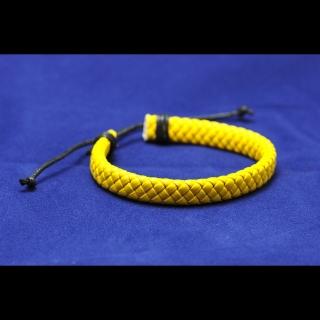 Желтый жесткий браслет из кожи