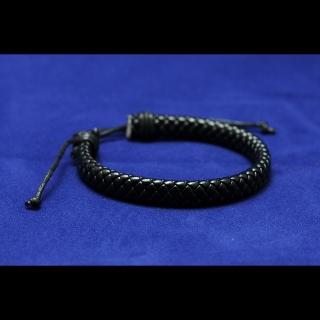 Черный жесткий браслет