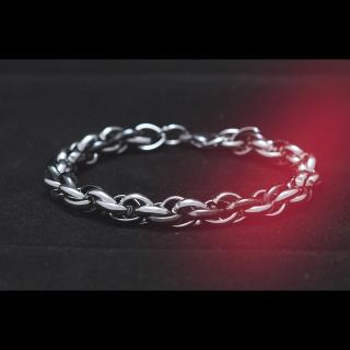 Черно-белый плетеный стальной браслет