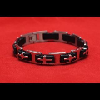 Стальной браслет с черными вставками