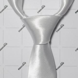 Модный белый галстук
