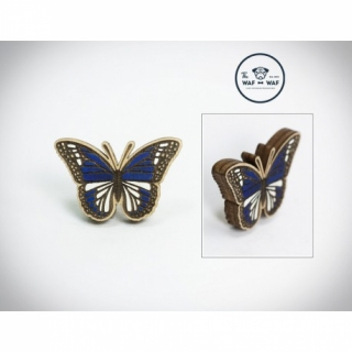 Деревянный значок бабочка